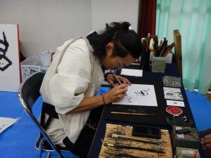 鈴鹿墨色紙書き下ろし (伊勢型紙フェスタ:鈴鹿市伝統産業会館)