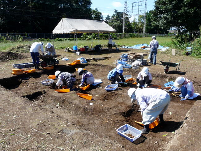 わずか24平方メートルの調査区ですが、土器はたくさん出ます。