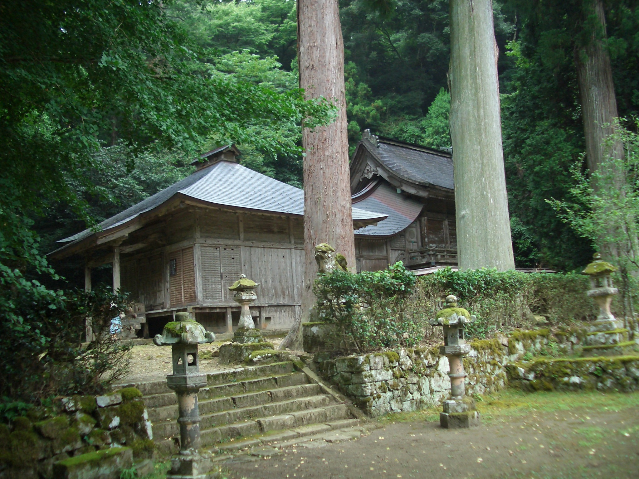 鰐淵寺常行堂と摩陀羅神社